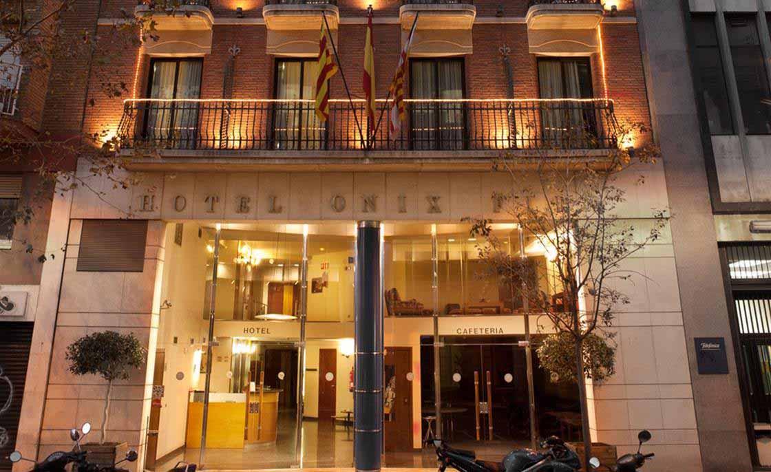 Hotel-Onix-Fira-Font-town