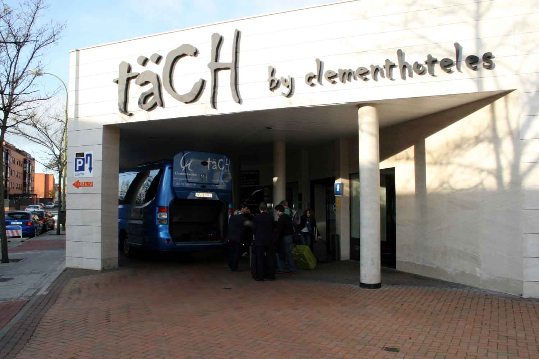 Tach_Hotel_Bus_airport