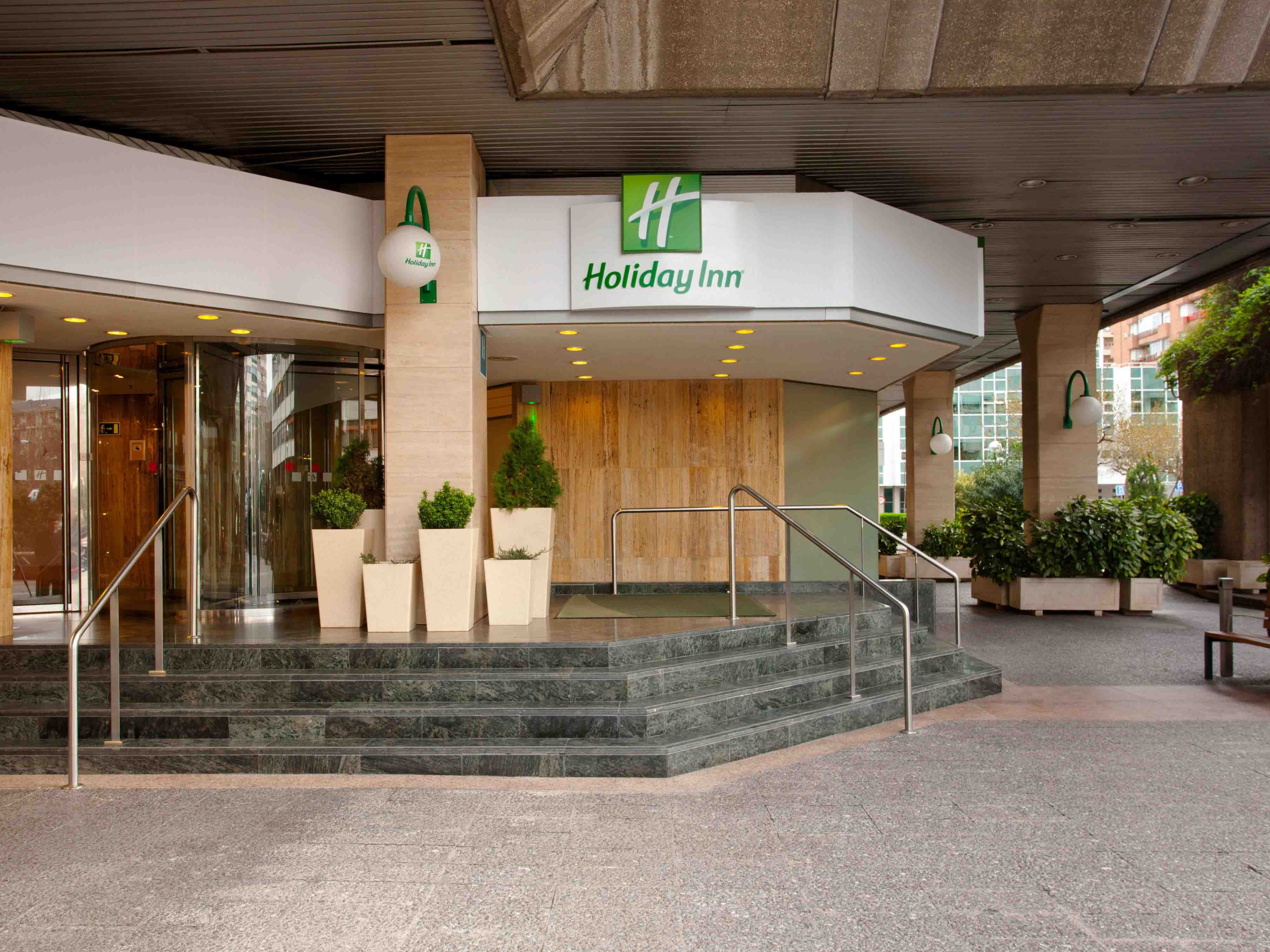 holiday-inn-madrid-front
